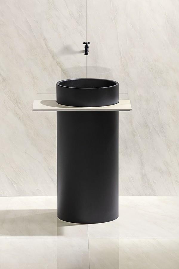 Cubas: cuba esculpida preta com torneira preta.