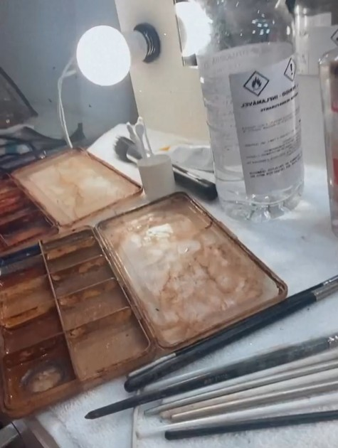 Juliana Paes mostra maquiagem usada na caracterização (Foto: Reprodução)