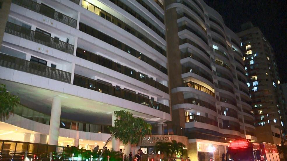 Edifício Parador, onde piscina desabou, fica na praia de Itaparica, em Vila Velha — Foto: Reprodução/TV Gazeta