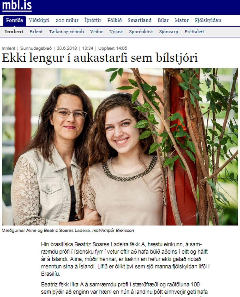 Beatriz e a mãe em foto do jornal da Islândia que destacou o desempenho da jovem (Foto: MBL/Reprodução)
