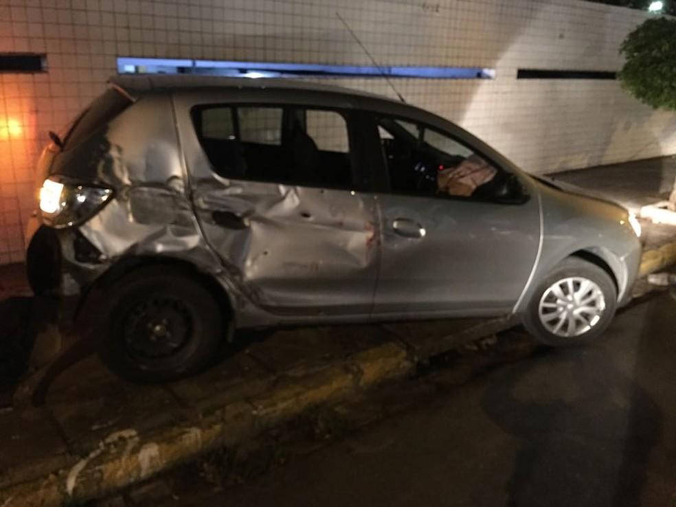 Veículo roubado na Avenida Boa Viagem foi apreendido pela PM na Avenida Antônio Falcão (Foto: Polícia Militar/Divulgação)
