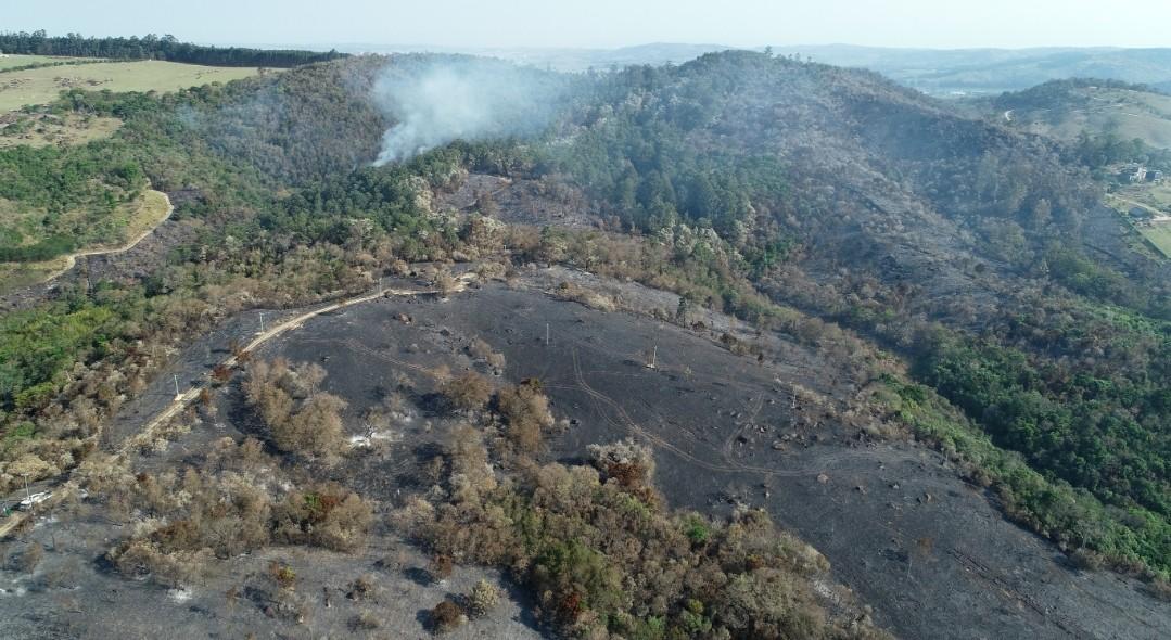 Polícia Ambiental aplica multa de R$ 1,8 milhão por queimada em área de preservação em Campinas