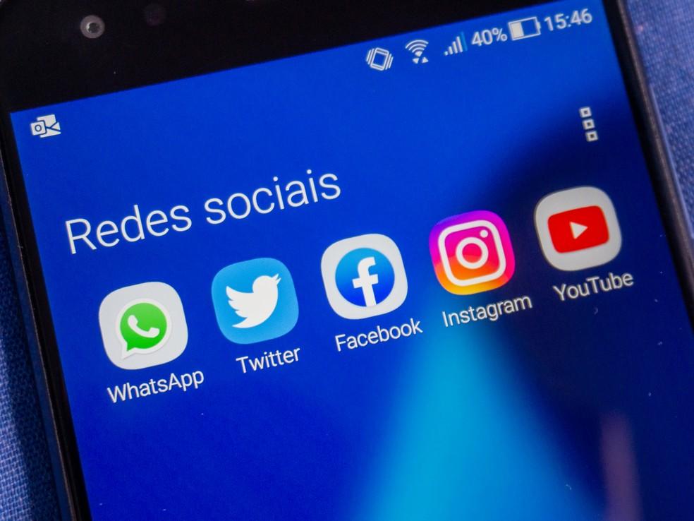 WhatsApp, Facebook, Instagram, YouTube, Google e Twitter anunciaram medidas para conter circulação de desinformação em suas plataformas. — Foto: Alessandro Feitosa Jr/G1