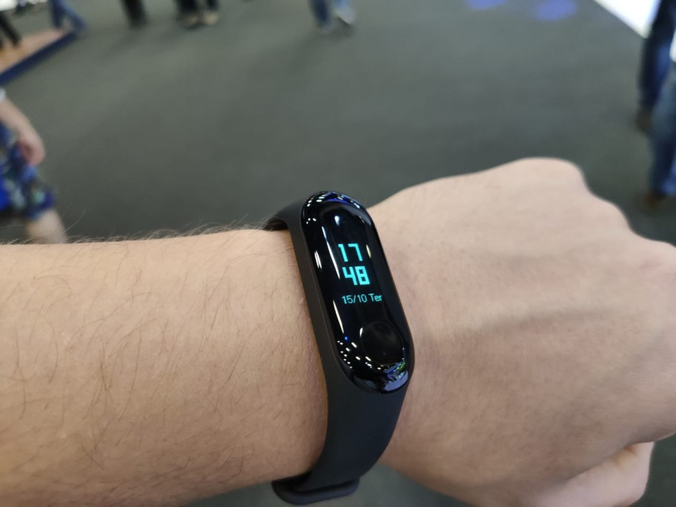 Smartbands have some functions that are present in smartwatches for a more affordable price. - Photo: André Paixão / G1