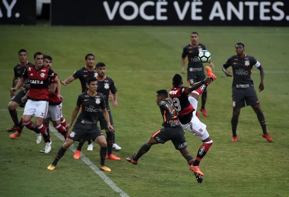 Opinião: entenda por que o campeão Corinthians foi presa fácil para o Flamengo