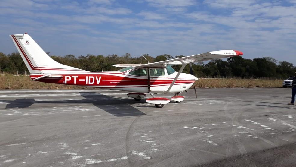 Quadrilha invadiu aeroporto de Cáceres e tentou resgatar avião que foi interceptado com 250 kg de cocaína (Foto: Polícia Federal de Cáceres)