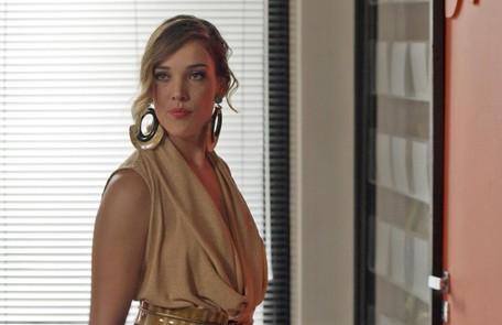 Na sexta-feira (7), Lorena (Adriana Birolli) anuncia que é a nova diretora de redação da Totalmente Demais TV Globo