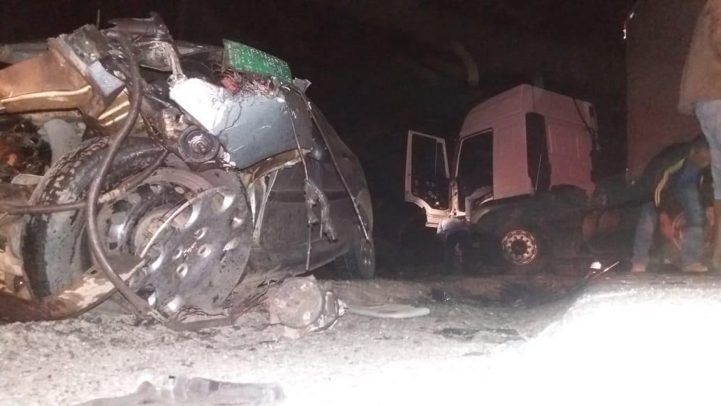 Motorista morre após acidente entre carro e caminhão na PR-092