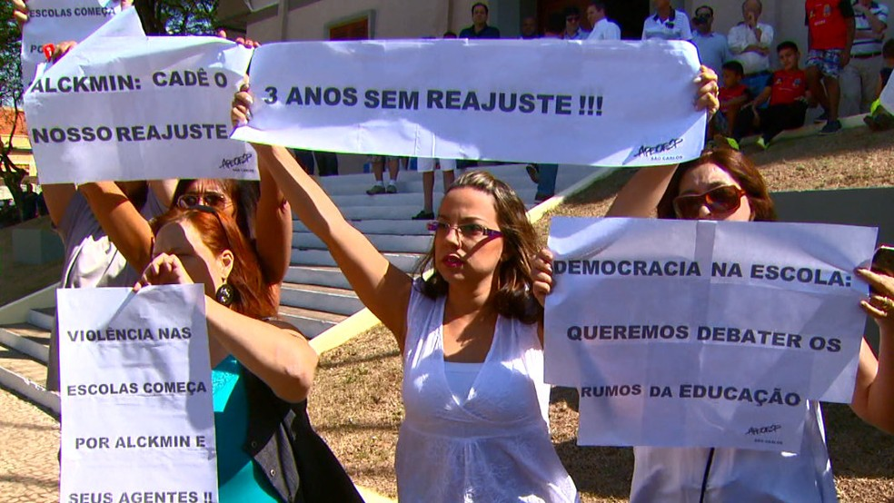 Grupo fez protesto por reajuste e segurança (Foto: Wilson Aiello/EPTV)