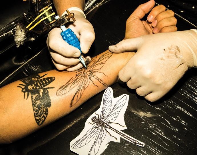 Tatuadores também aceitam as criptomoedas (Foto: Julia Rodrigues e Tomás Arthuzzi)