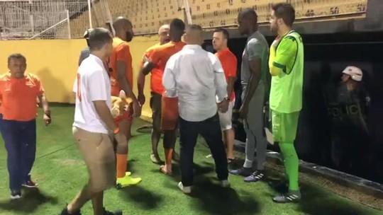 Presidente de clube parte para cima de técnico, auxiliar e jogadores após derrota para Portuguesa