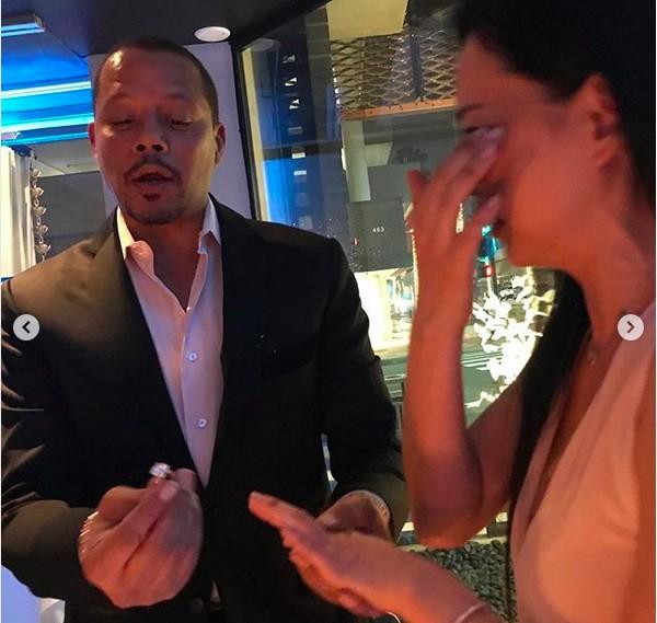 A ex-esposa do ator Terrence Howard com o novo anel de noidado dado pelo astro (Foto: Instagram)