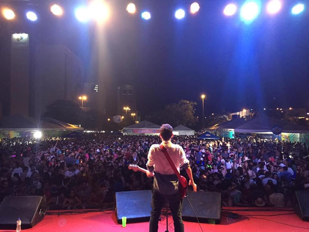 Show do paraense Felipe Cordeiro no bloco de pré-carnaval Cafuçu do Cerrado, em Brasília — Foto: Cafuçu do Cerrado/Divulgação