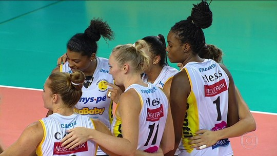 Praia Clube vence o Pinheiros pela Superliga feminina de vôlei