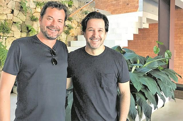 O arquiteto Miguel Pinto Guimarães com Murilo Benício (Foto: Bruno Prada)