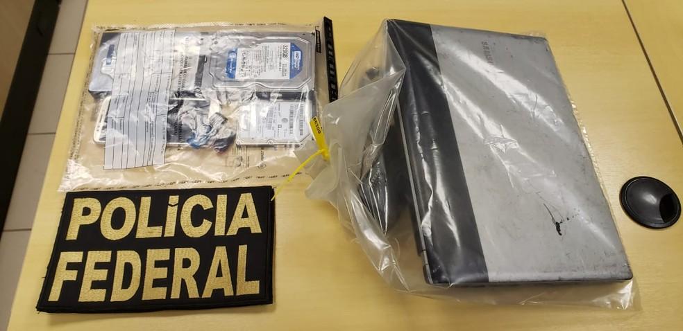 Policiais federais apreendem equipamentos eletrônicos em operação contra divulgação de dados de brasileiros — Foto: PF/Divulgação