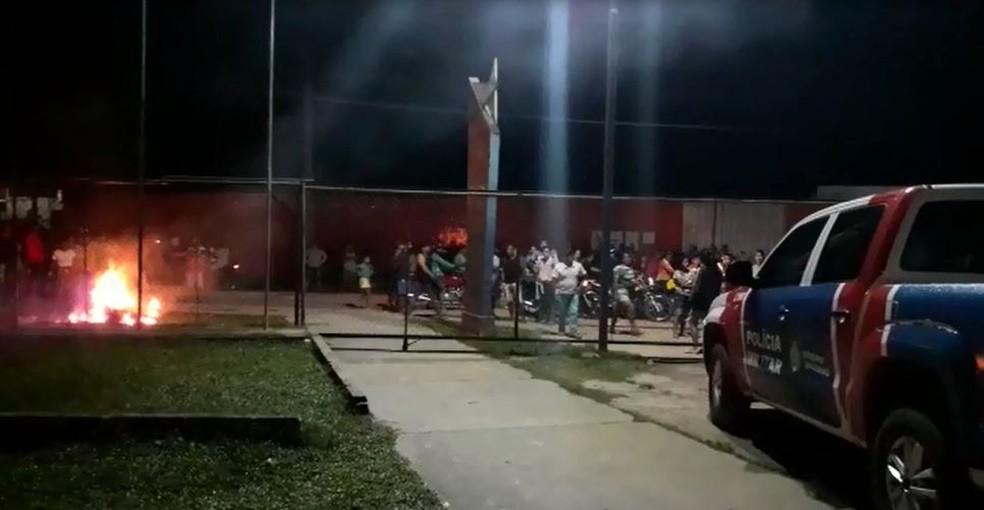Suspeito foi agredido, esquartejo e queimado em uma fogueira em frente à delegacia de Fonte Boa — Foto: Reprodução
