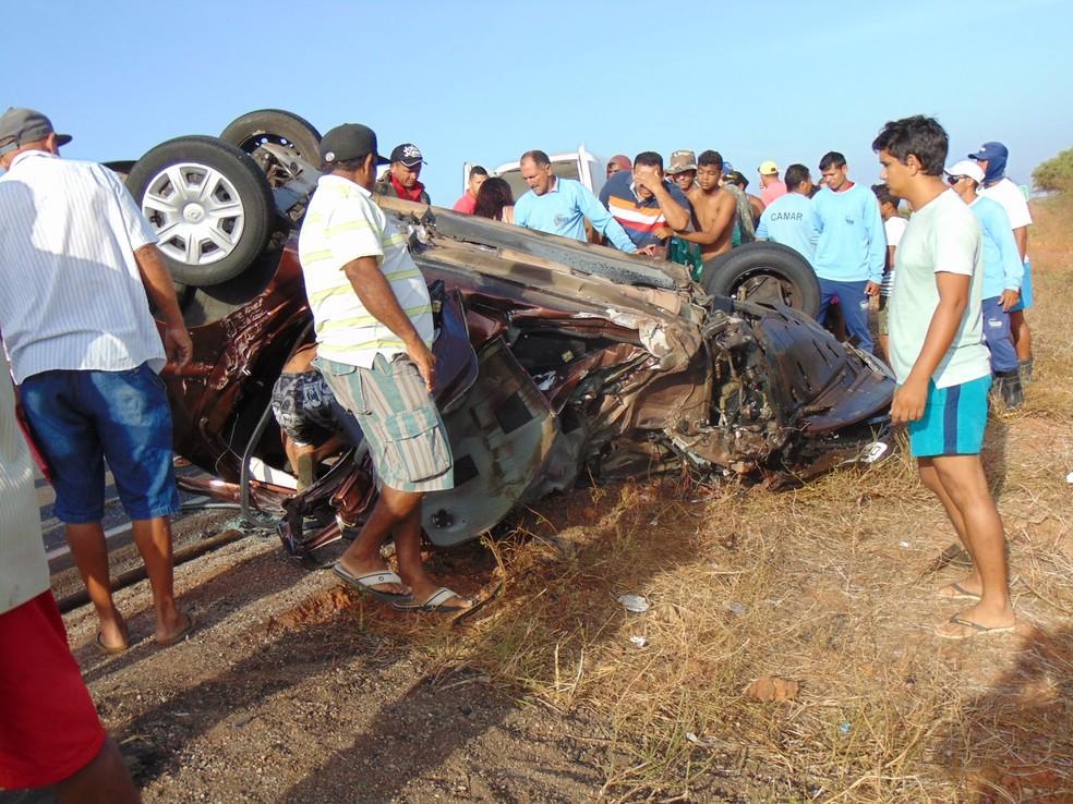 Acidente aconteceu na BR-406, em Jandaíra, na manhã desta segunda (11) (Foto: Blog do Eurípedes Dias)