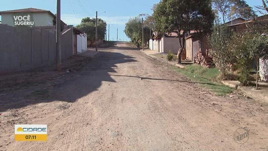 Moradores reclamam de falta de pavimentação em ruas de Casa Branca, SP