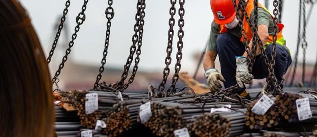 Primeiro carregamento de aço importado por incorporadores brasileiros chega ao Porto de São Francisco do Sul, em Santa Catarina