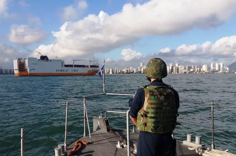 Comunicação tardia e mar agitado impediram ofensiva em navio alvo de 'piratas'