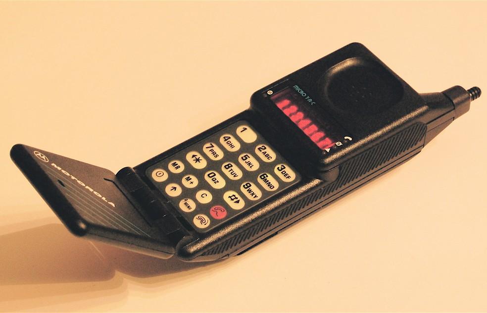 Celulares apresentaram teclado numérico por muito tempo desde o MicroTAC — Foto: Reprodução/Wikimedia