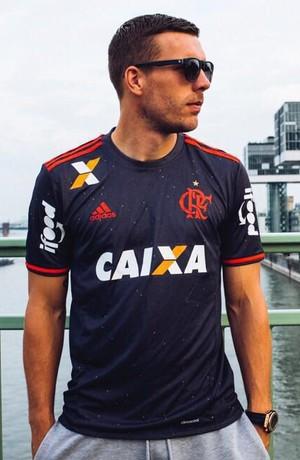 Podolski camisa flamengo (Foto: Divulgação/Flamengo)