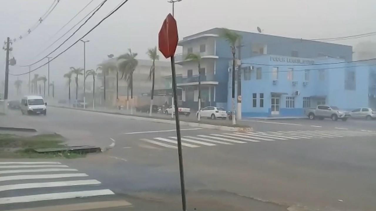 Vendaval causa estragos em Rio Branco e Cruzeiro do Sul