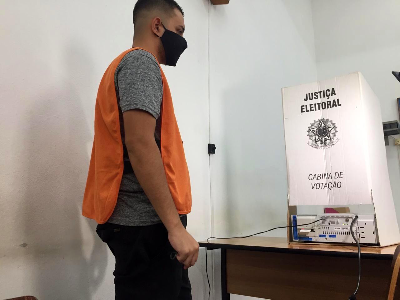 Cartórios eleitorais fazem distribuição de 602 urnas em Taubaté