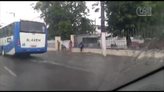 Forte chuva provoca pontos de alagamentos em Belém