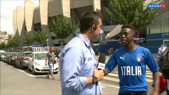 Jovem aborda repórter brasileiro, fala nome de Neymar e... desaba no chão