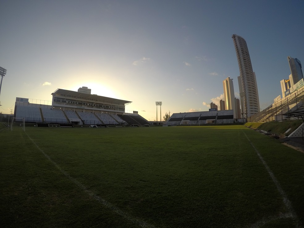 Estádio Frasqueirão — Foto: Augusto Gomes/GloboEsporte.com