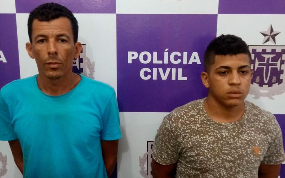 Servidor (à direita) foi preso com comparsa (à esquerda) após anunciarem armas em grupo de aplicativo de mensagens na Bahia (Foto: Divulgação/Polícia Civil)
