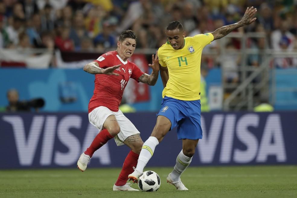 Danilo foi titular na estreia da Copa, contra a Suíça, se machucou e não jogou mais (Foto: André Mourão / Mowa Press)