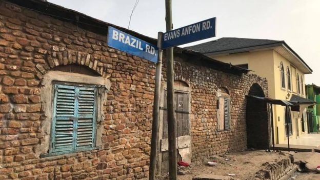 Rua Brasil, em Acra, capital de Gana. A Rua fica no bairro do Tabons, comunidade de descendentes de escravos do Brasil que retornaram para a África  (Foto: Acervo pessoal/Laurentino Gomes )