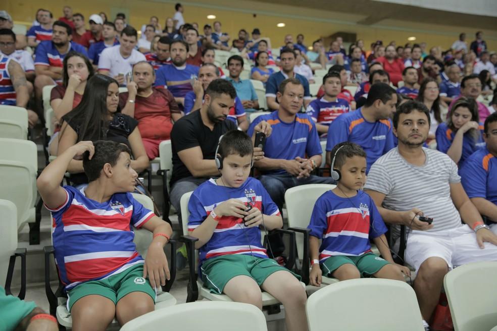 """A primeira edição do projeto """"Olhos que enxergam com o coração"""" aconteceu em fevereiro do ano passao. Na ocasião, as crianças puderam acompanhar a partida do Fortaleza. (Foto: Ares Soares/Unifor)"""