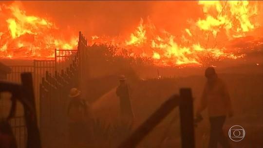 Sobe para 50 o nº de mortos nos dois incêndios na Califórnia