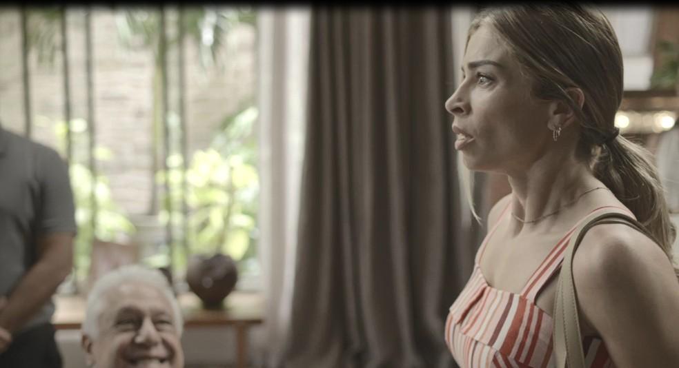 Paloma (Grazi Massafera) se preocupa com a atitude de Nana (Fabiula Nascimento) em 'Bom Sucesso' — Foto: Globo
