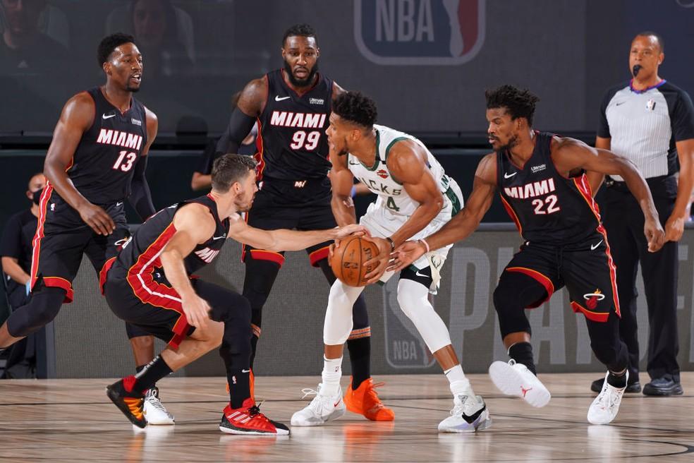 Butler tem noite mágica de 40 pontos, Heat limita Giannis e abre 1 a 0 na  série contra os Bucks | nba | ge
