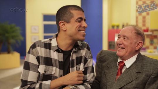 Renato Aragão esbanja bom humor nos bastidores: 'Não sou idoso, tenho juventude acumulada'