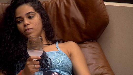 Elana comemora sozinha no Quarto do Líder: 'Ainda falaram que eu estava na pior'