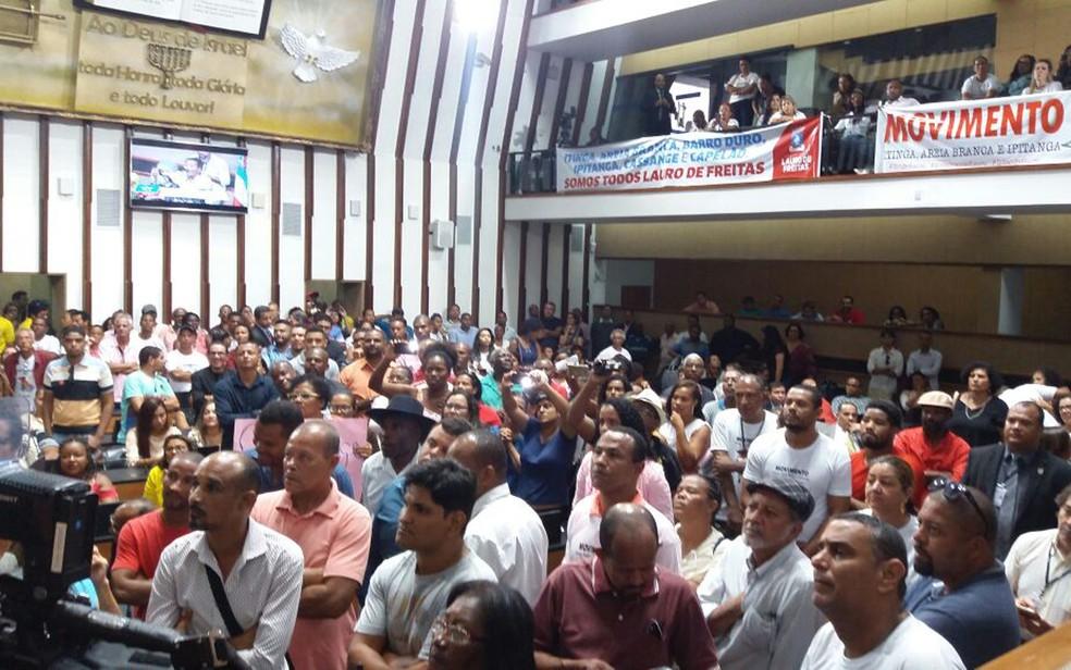 Moradores acompanham audiência pública na Assembleia Legislativa (Foto: Mayara Magalhães/ TV Bahia)