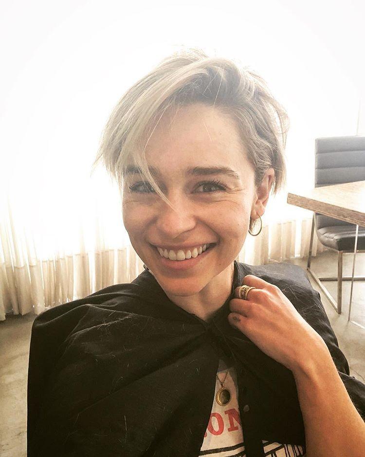 Gostou do novo corte de cabelo de Emilia Clarke? (Foto: Reprodução/Instagram)