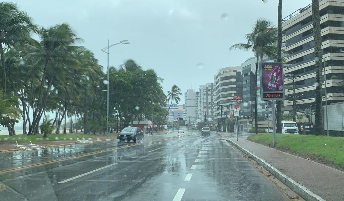 Sala de alerta emite aviso de chuvas até segunda em Alagoas