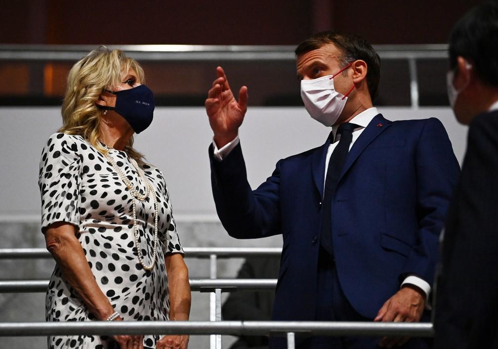 Jill Biden e Emmanuel Macron no estádio Olímpico de Tóquio, em 23 de julho de 2021 — Foto: Dylan Martinez/Reuters