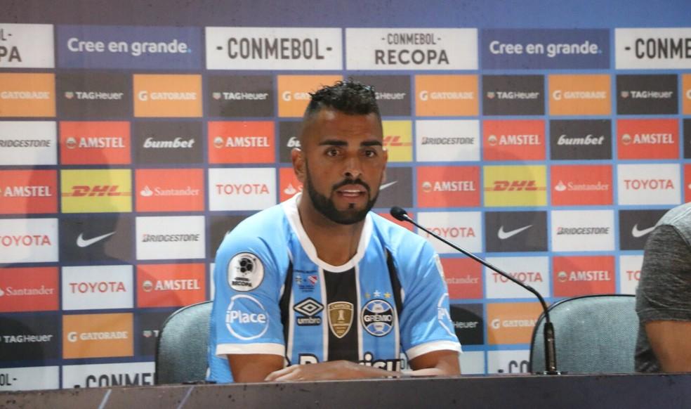 Maicon recomou a braçadeira de capitão e titularidade no Grêmio (Foto: Eduardo Moura)