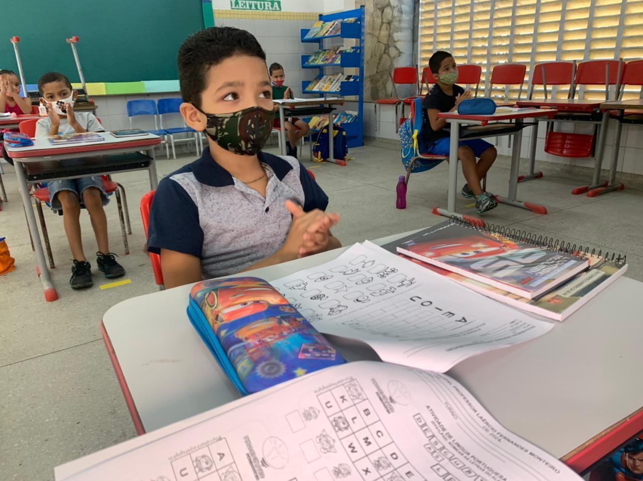 Natal retoma aulas presenciais para alunos do ensino fundamental: 'Alívio e gratidão', diz professora