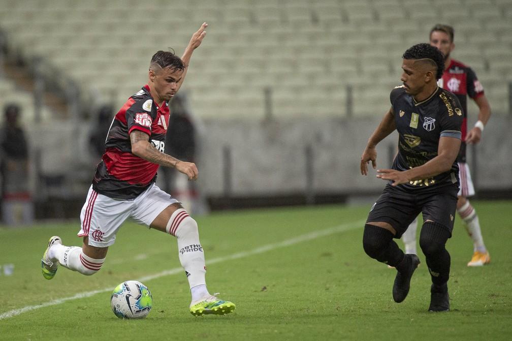 Flamengo sofre com apagão na zaga e pontas pouco efetivos
