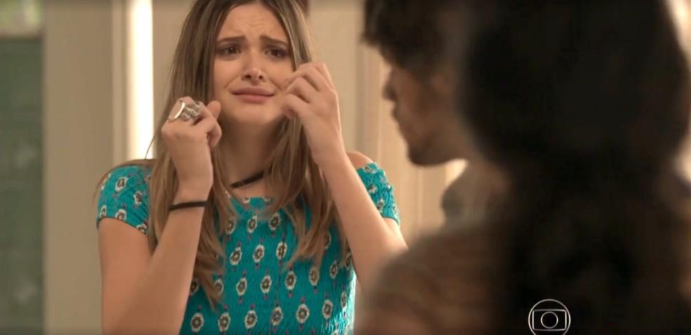 Cassandra fica desesperada — Foto: TV Globo