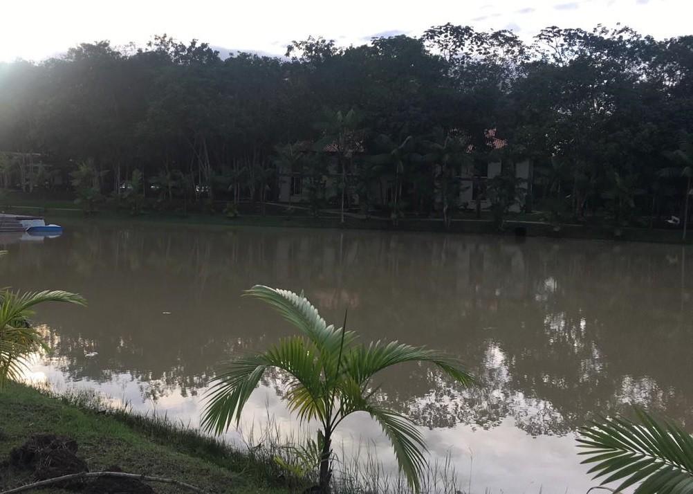 Homem que pescava com o filho de 7 anos morre afogado em lago em Macapá